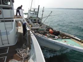 港までの曳航作業