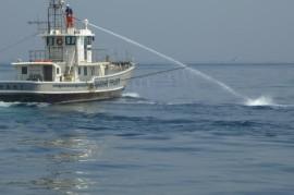 放水銃、アウトリガーでの散水作業
