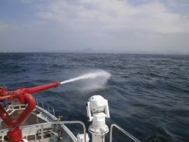 放水銃での散水作業